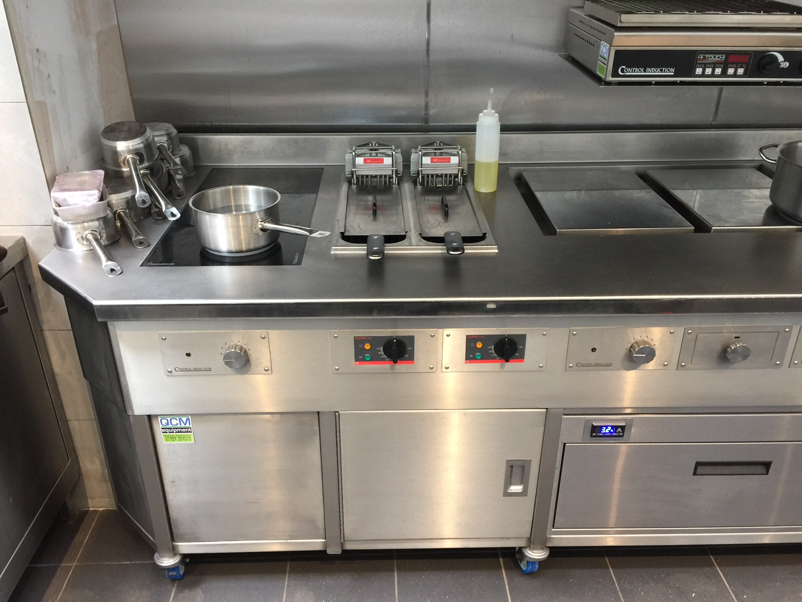 Double fryer in induction stove Redan Inn