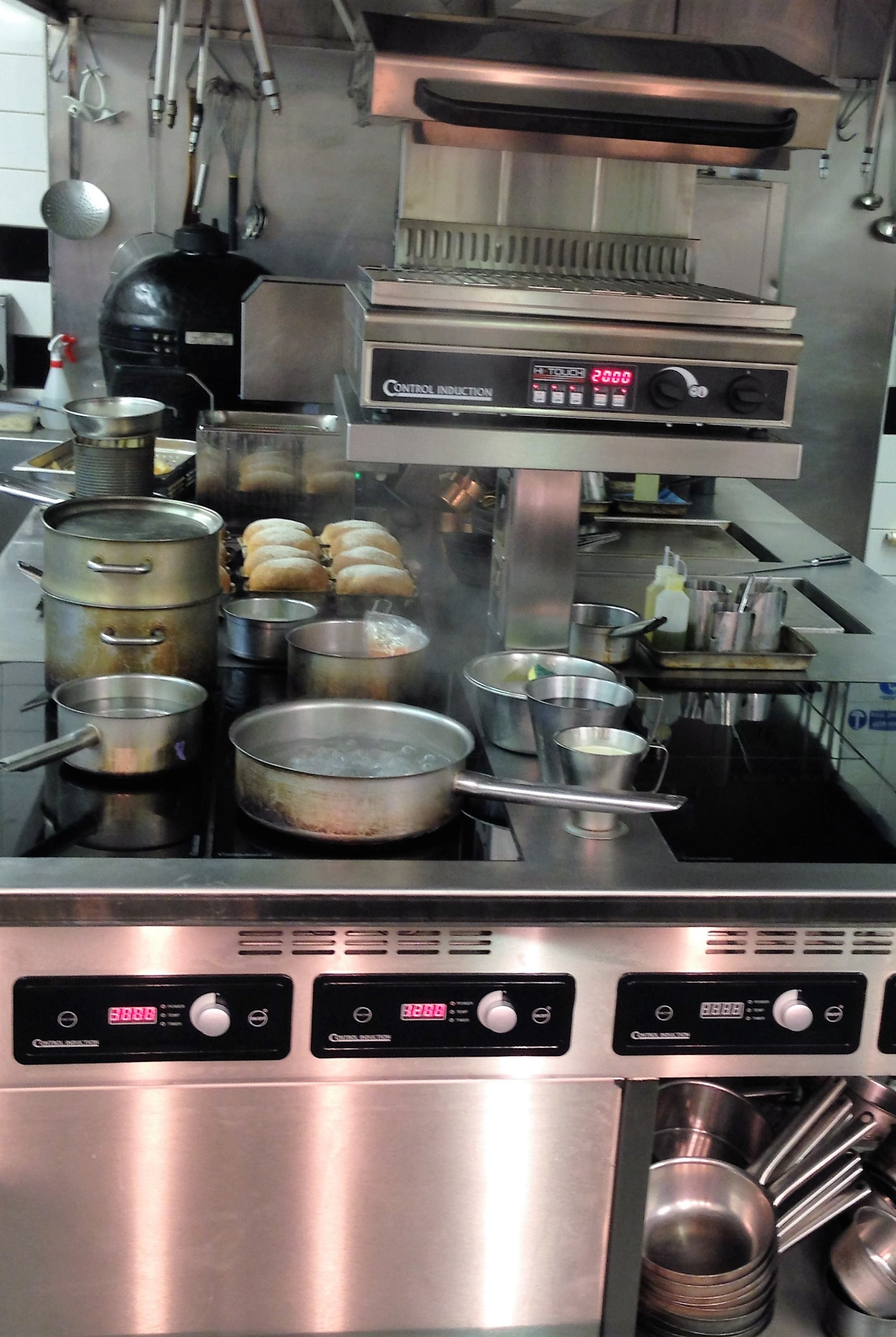 Busy induction stove