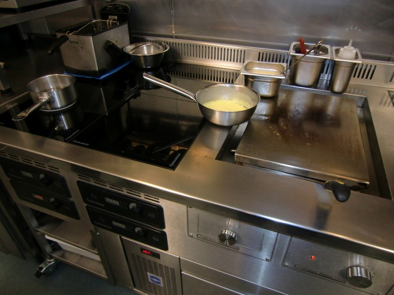 Lumiere Induction stove with plancha