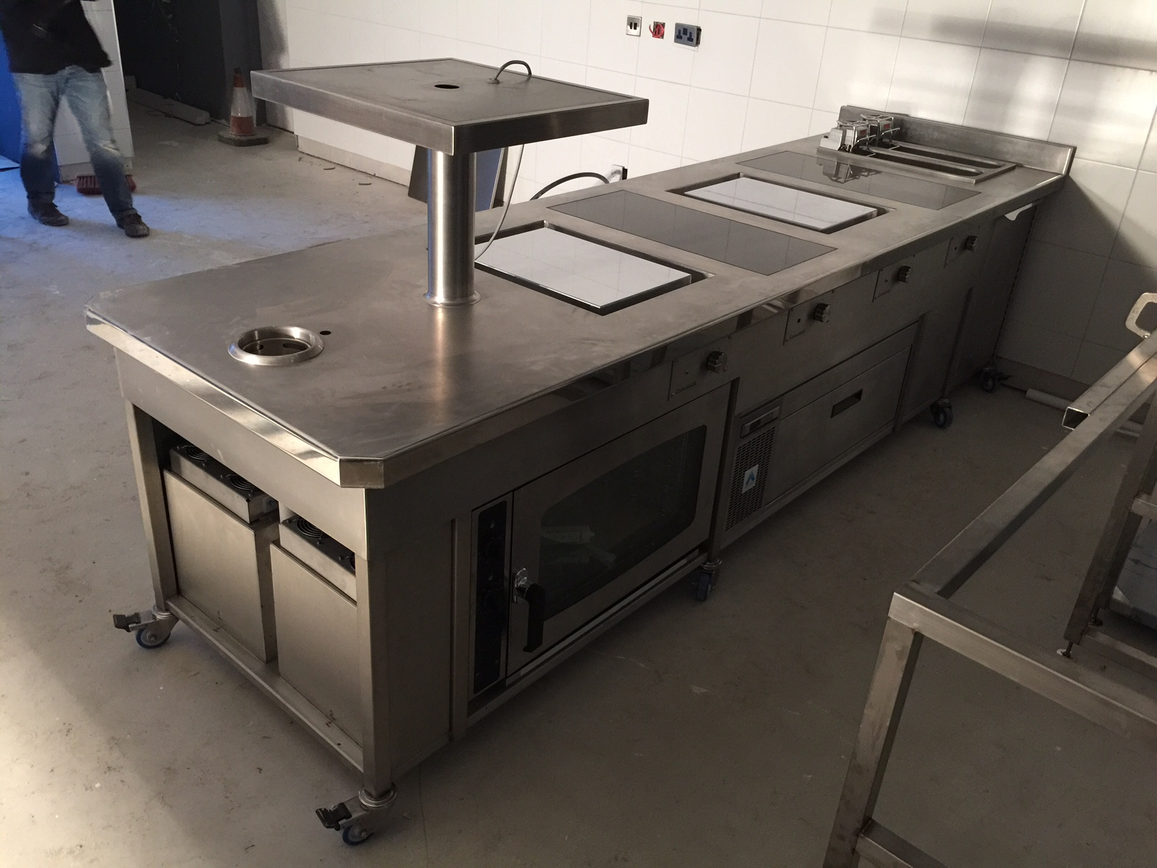 Commercial cooking suite induction